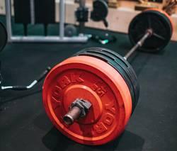 kleine-fitnessruimte-bumperplate