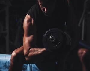 biceps-trainen-dumbbell