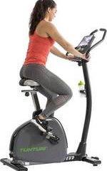 vrouw fietst op tunturi e60 hometrainer